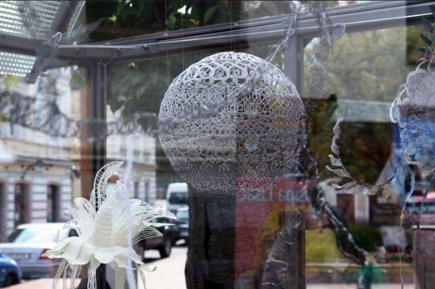 Izložba 'Rastlinjak' - Skulpture od čipke. Foto: VJB.