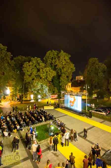 Svjetlosnim spektaklom otvorena 21. Filmska revija mladeži i 9. Four River Film Festival