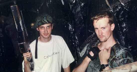 Alien War - naš novinar i kolonijalni marinac Jason Marchant ; Ustupio TB