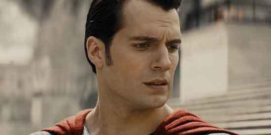 Superman pomaže u spašavanju žrtava terorističkog napada ; Ustupio TB